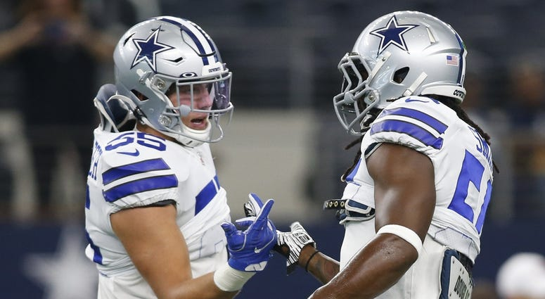 Dallas Cowboys middle linebacker Jaylon Smith (54) and outside linebacker Leighton Vander Esch