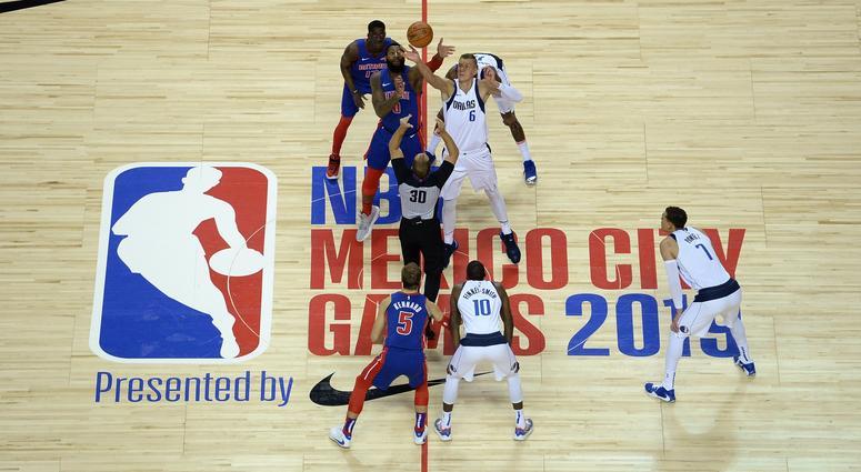 Dallas Mavericks at Detroit Pistons