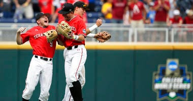 College World Series: Texas Tech vs Arkansas