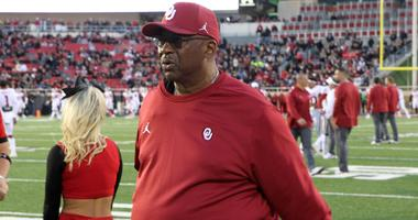Oklahoma Sooners defensive coordinator Ruffin McNeill