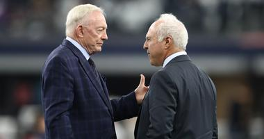 Dallas Cowboys owner Jerry Jones talks with Philadelphia Eagles owner Jeffrey Lurie