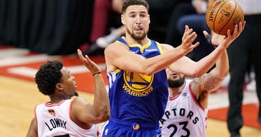 Klay Thompson drives for a lay-up in Game 2 of the NBA Finals.