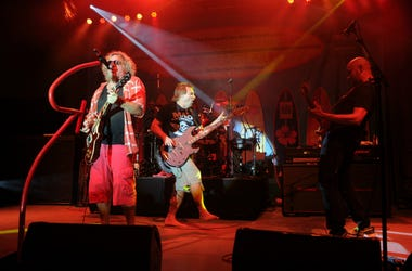 Sammy Hagar, Michael Anthony, Jason Bonham and Vic Johnson perform