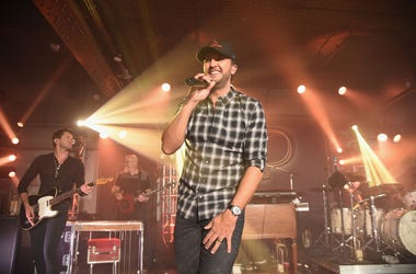 NEW YORK, NY - DECEMBER 06: Luke Bryan performs at Pandora Up Close With Luke Bryan on December 6, 2017 in New York City. (Photo by Theo Wargo/Getty Images for Pandora)