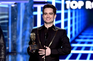 Brendon Urie accepts BBMA in 2019