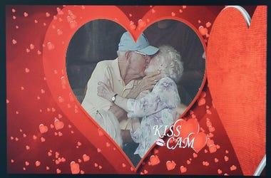 Kiss_Cam