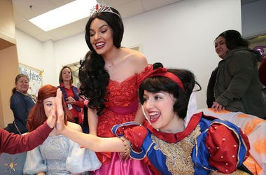 Disney Princesses, El Paso Children's Hospital, High Five, Snow White