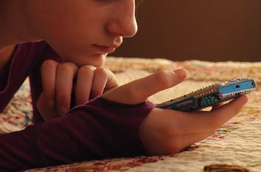 Teenager, Teen, Girl, Bedazzled, Cell Phone, Bed