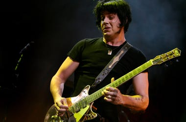 Jack White plays with The Raconteurs in 2008