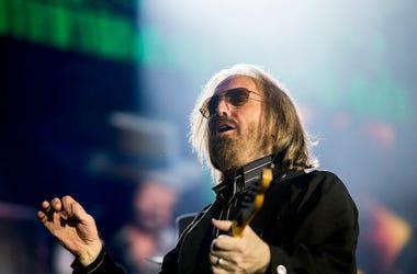 Tom Petty, Guitar, Concert, Sunglasses