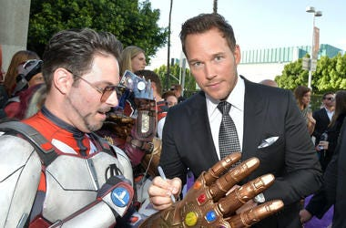 Chris Pratt signs a Thanos gauntlet replica worn by an Iron Man lookalike at the premiere of Avengers: EndGame