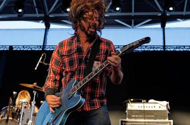 dave grohl, brandi carlile, seattle, pike place, sing, performance