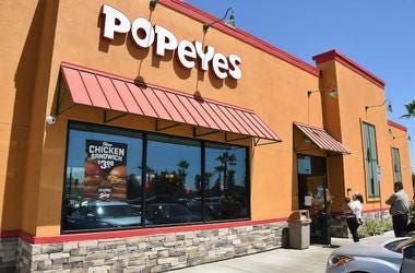 Popeyes, Restaurant, Customers, Line, Chicken Sandwich, 2019