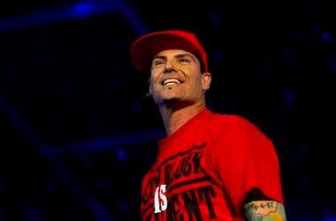 Vanilla Ice, Concert, Smiling, Red