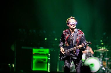Matt Bellamy, Muse, Concert, Guitar, State Farm Arena, Neon Green Lights, 2019