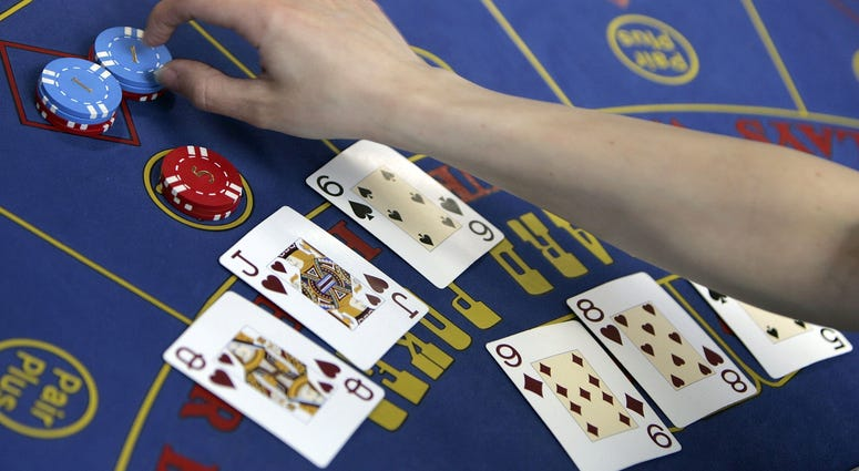 The finer points of Black Jack are taught at Blackpool's Fylde College Gaming School on May 2nd, 2006, Blackpool, England.