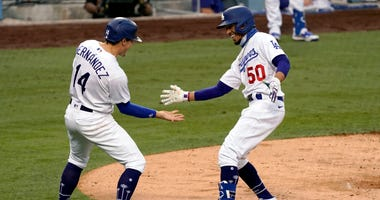 Betts Homers As Dodgers Crush Astros 8-1