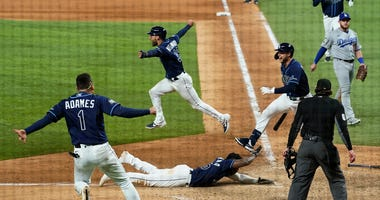 Stumbling stunner! Rays shock Dodgers in 9th, ties Series at 2