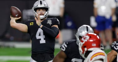 Derek Carr is the king of the audacious audibles in 2020