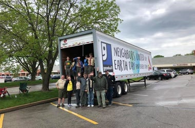 Goodwill Earth Day Drive at Dierbergs with Lance Hildebrand