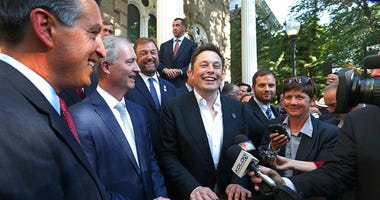 Telsa Motors CEO Elon Musk (center)