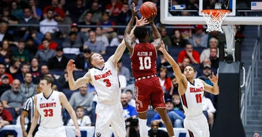 Temple's Shizz Alston Jr. (10) shoots against Belmont's Dylan Windler (3) and Kevin McClain (11).