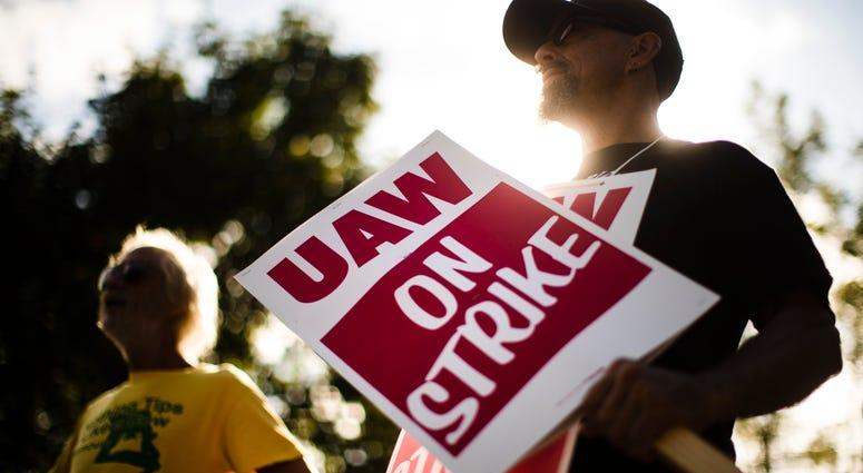 Union members picket outside a General Motors facility in Langhorne, Pa.