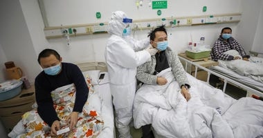 A doctor checks the conditions of a patient with COVID-19.