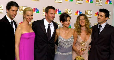 "FILE - In this Sept. 22, 2002 file photo, the stars of ""Friends,"" from left, David Schwimmer, Lisa Kudrow, Matthew Perry, Courteney Cox Arquette, Jennifer Aniston and Matt LeBlanc pose with the award for outstanding comedy series at the Emmy awards."