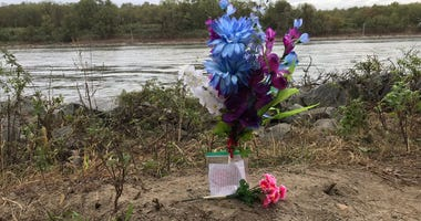 Flowers and a note left behind for the victims of the crash into the Chesapeake and Delaware Canal.