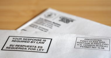 An envelope containing a 2020 U.S. Census form