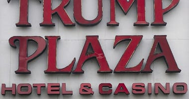 A bird's nest sits in the center of the Trump Plaza sign on September 3, 2014 in Atlantic City, New Jersey.