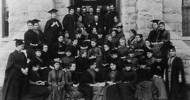 Bryn Mawr College, 1886