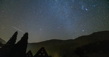 Shirakawa-go and Orionid meteor shower