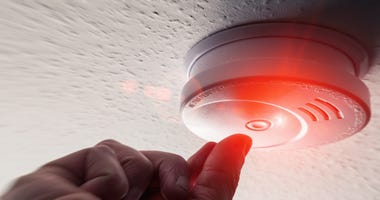 Testing home smoke alarm