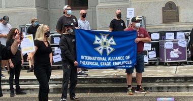 International Alliance of Theatrical Stage Employees Local 8 rally