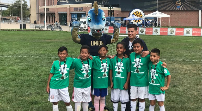 Philadelphia Union mascot Phang with Team Mexico and their coach before the Unity Cup final.