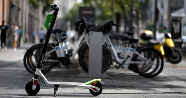 The scooter-sharing startup Lime continues to clash with its suppliers amid questions about the safety of its scooters.
