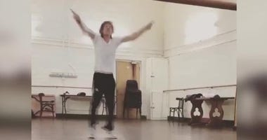 Just weeks after undergoing a procedure to replace his heart valve, Rolling Stones frontman Mick Jagger posted a video of himself practicing some very energetic dance moves in an empty studio.