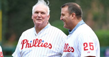 Philadelphia Phillies alumni Charlie Manuel and Jim Thome during a pregame ceremony against the New York Mets in 2017.