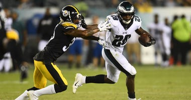 Philadelphia Eagles running back Wendell Smallwood (28) carries the ball as Pittsburgh Steelers cornerback Dashaun Phillips (35) defends in the fourth quarter at Lincoln Financial Field. Aug. 9, 2018