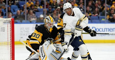 Pittsburgh Penguins goaltender Matt Murray (30) and Buffalo Sabres right wing Wayne Simmonds (17) look for the puck during the second period at KeyBank Center.