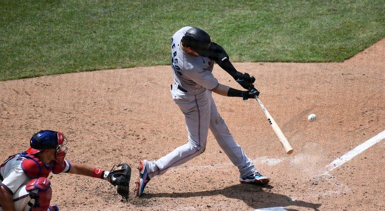 Miami Marlins third baseman Brian Anderson (15)