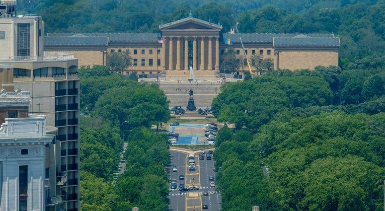 Benjamin Franklin Parkway with Philadelphia Museum of Art