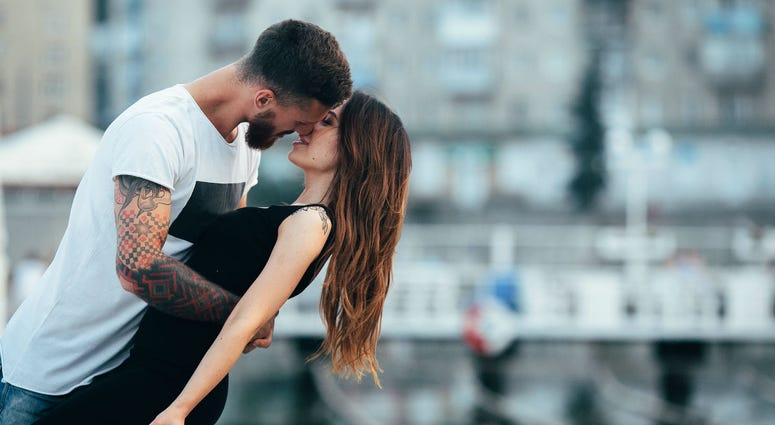 Couple kissing against the backdrop of the city