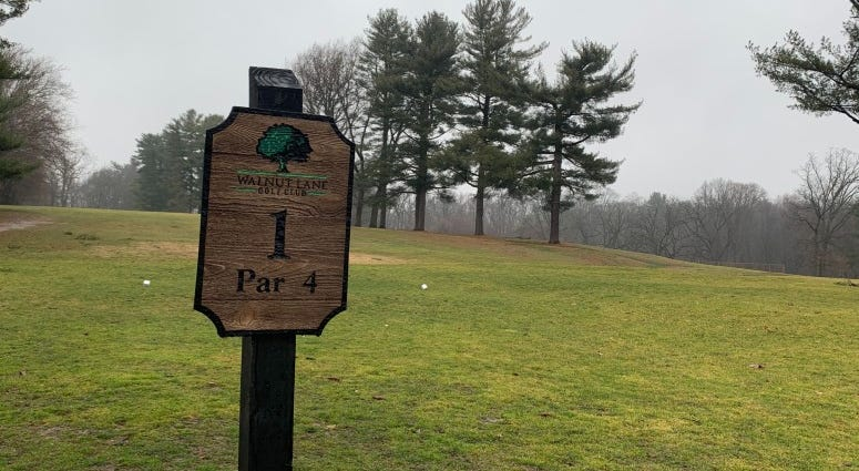 Sign of Walnut Lane Golf Club.