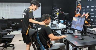 Philadelphia Fusion's Carpe (Jaehyeok Lee) and Alarm (Kyeongbo Kim) practicing amid the pandemic