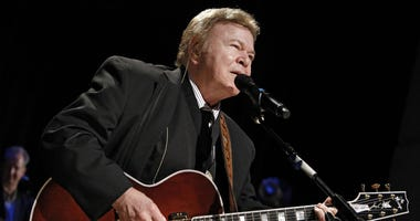 In this May 17, 2009, file photo, country music star Roy Clark performs after being inducted into the Country Music Hall of Fame in Nashville, Tenn.