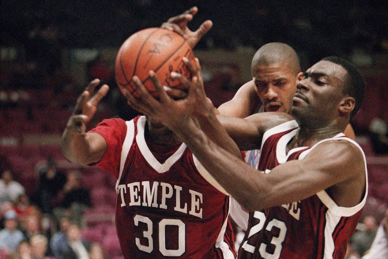 Aaron McKie plays for Temple in 1993