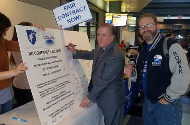 AFT local 2373 President Dr. Joseph Basso and Vice President Gerald Hough sign a petition board at Rowan University.
